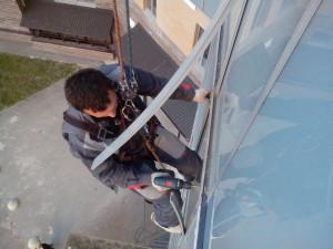 Работы по демонтажу декоритвных крышех, снятию прижимов